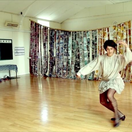Dancing in the Gallery // Dawnsio yn yr Oriel