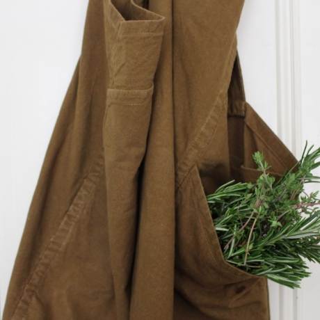 Sew a linen apron with Camille Jacquemart / Gwnïwch ffedog liain gyda Camille Jacquemart