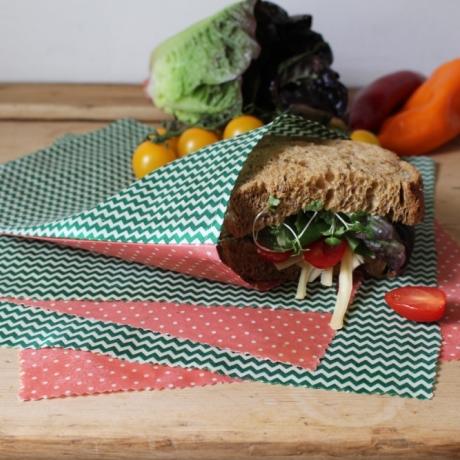 Make beeswax wraps and bags / Defnyddio cŵyr gwenyn i greu deunydd lapio a bagiau