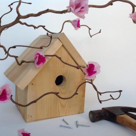 Family workshop Cherry Blossom and Birdhouses // Gweithdy teuluol Blodau ceirios a Thai Adar