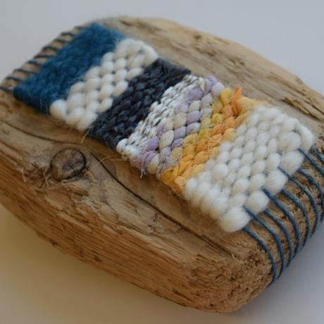 Weaving around found objects // Gwehyddu o amgylch gwrthrychau a ddarganfu