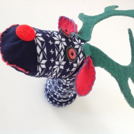 Pypedau hosan Diwrnod y Ceirw / Reindeer Day sock puppets